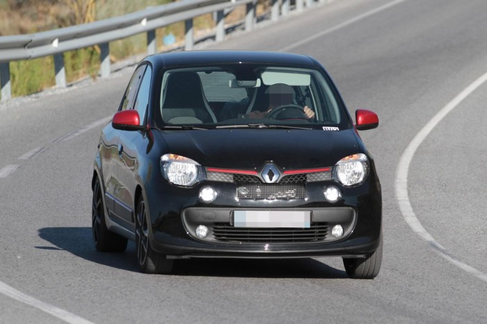 Renault-Twingo-RS-Spy-Photos-1-700x466