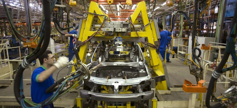 Η Renault βρίσκεται σε διαπραγματεύσεις για την αγορά μεριδίου σε ιρανική αυτοκινητοβιομηχανία