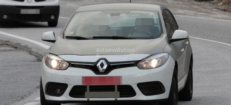 Spyshots: 2016 Renault Megane Test Mule