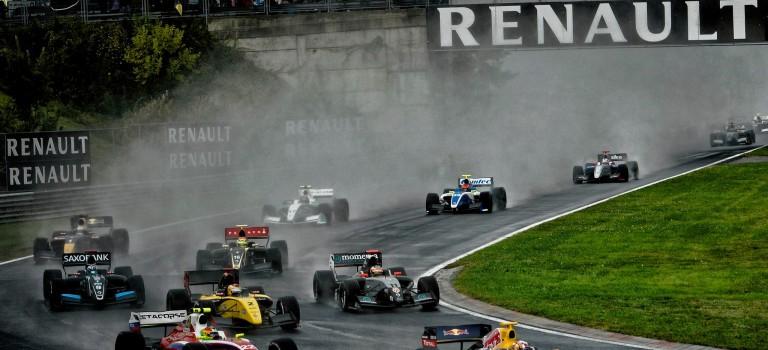 Η Renault πήρε το μάθημα της μετά από μια δύσκολη σεζόν της Formula Renault 3.5 το 2014