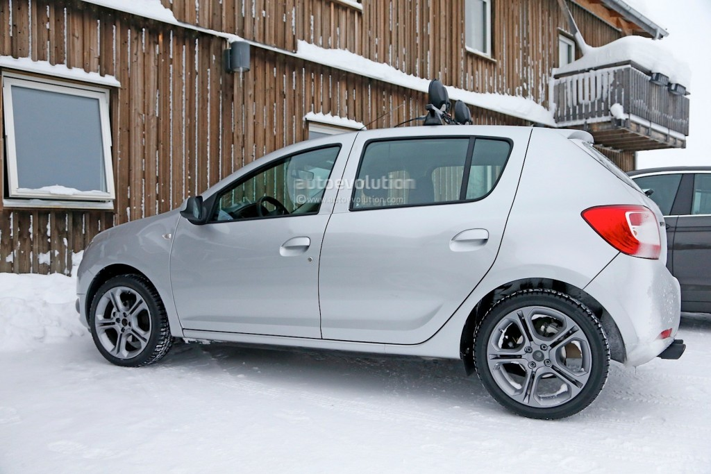 spyshots-dacia-sandero-rs-getting-12-turbo-engine-sportier-interior_3