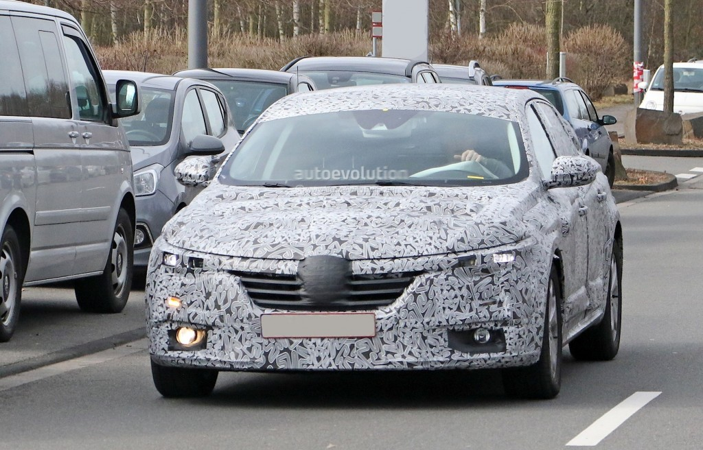 all-new-2016-renault-laguna-flagship-sedan-spied-for-the-first-time-photo-gallery_1