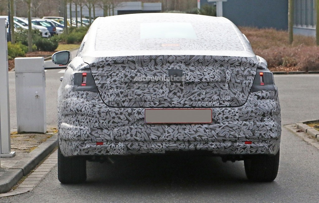 all-new-2016-renault-laguna-flagship-sedan-spied-for-the-first-time-photo-gallery_10