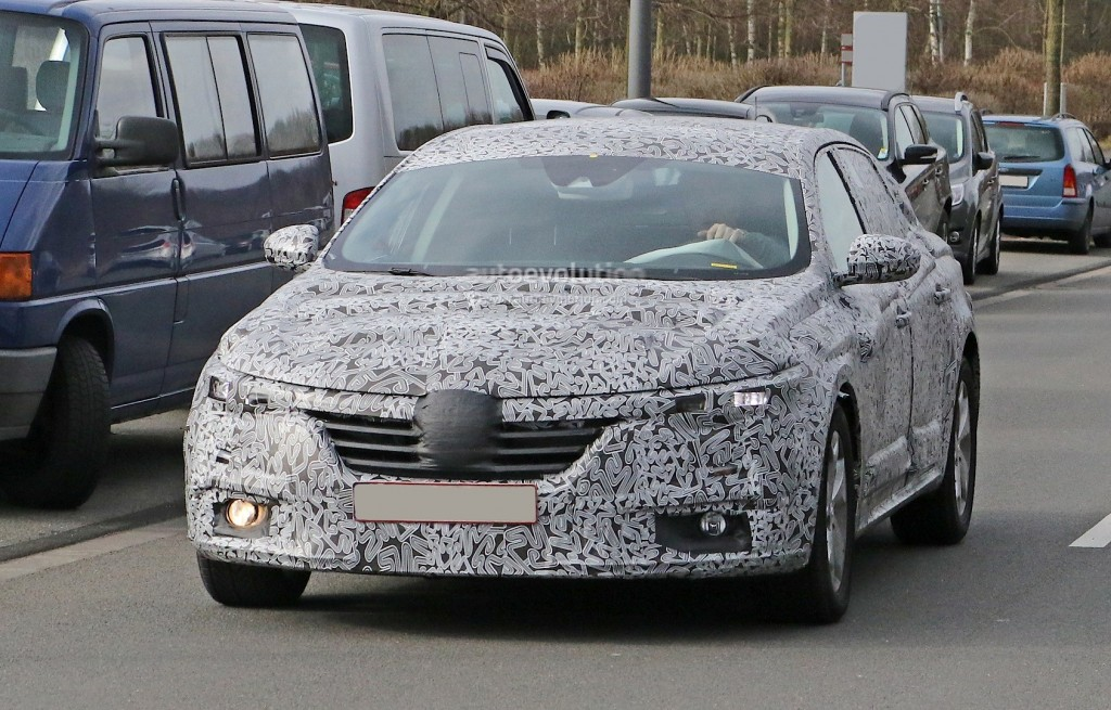 all-new-2016-renault-laguna-flagship-sedan-spied-for-the-first-time-photo-gallery_2