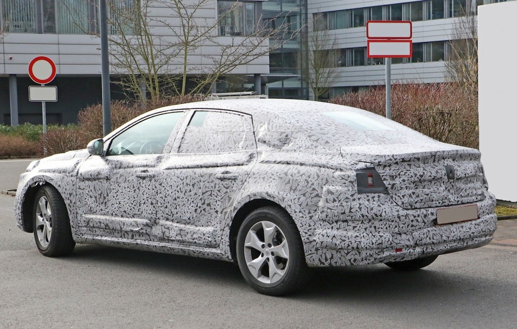 all-new-2016-renault-laguna-flagship-sedan-spied-for-the-first-time-photo-gallery_7