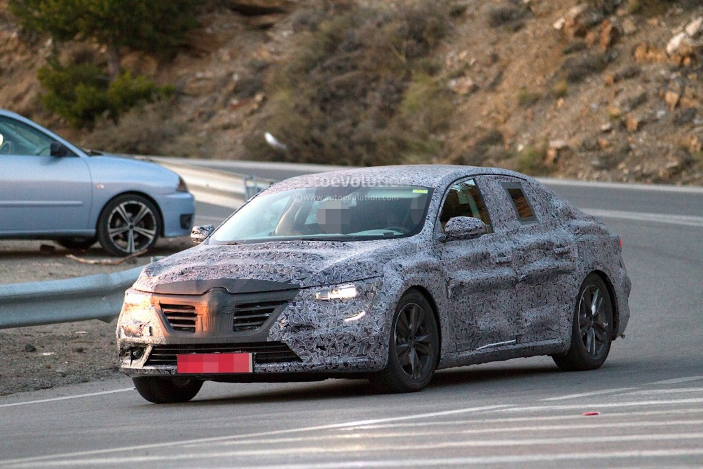 new-renault-laguna-flagship-sedan-spied-again-could-debut-later-in-2015_2