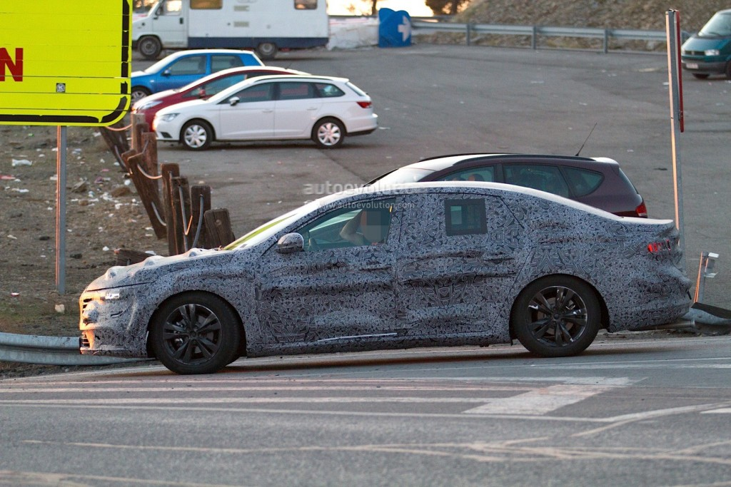 new-renault-laguna-flagship-sedan-spied-again-could-debut-later-in-2015_4