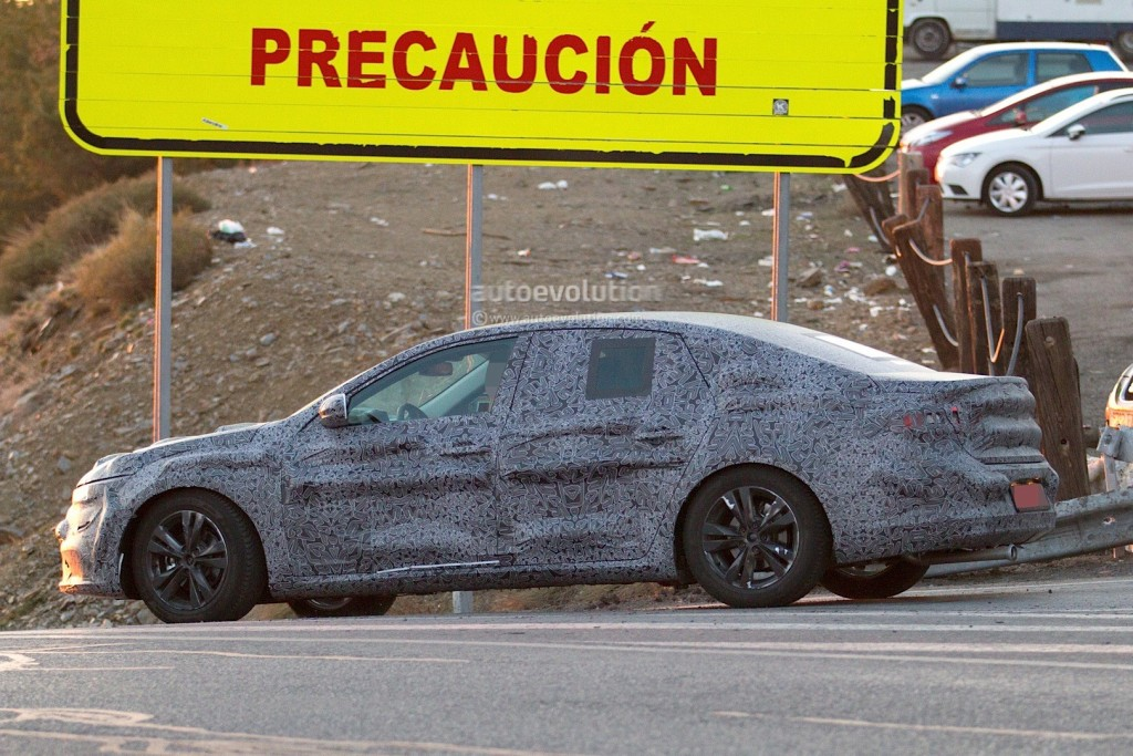 new-renault-laguna-flagship-sedan-spied-again-could-debut-later-in-2015_5