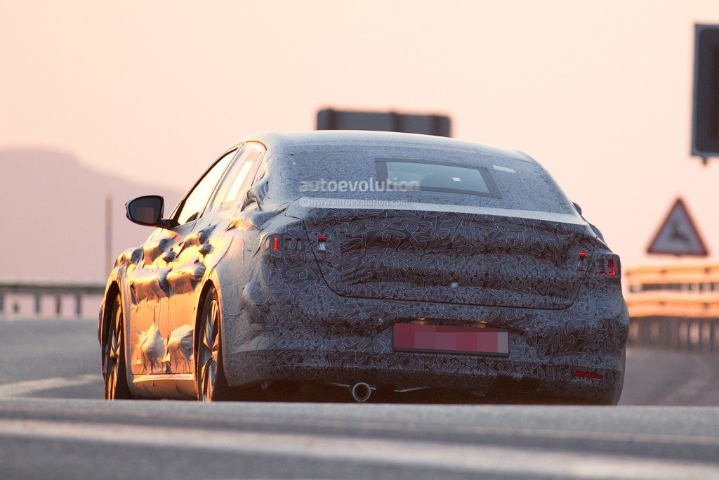 new-renault-laguna-flagship-sedan-spied-again-could-debut-later-in-2015_8