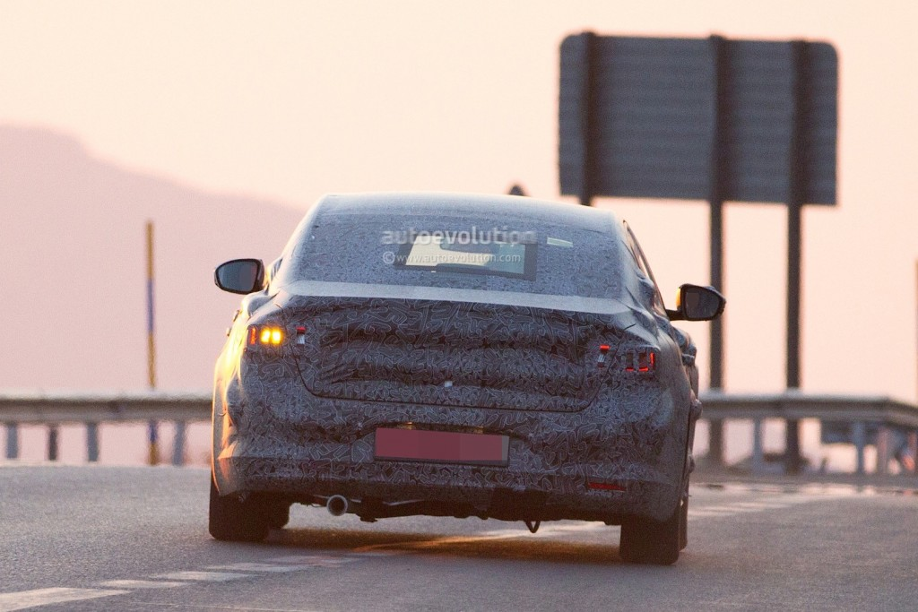new-renault-laguna-flagship-sedan-spied-again-could-debut-later-in-2015_9