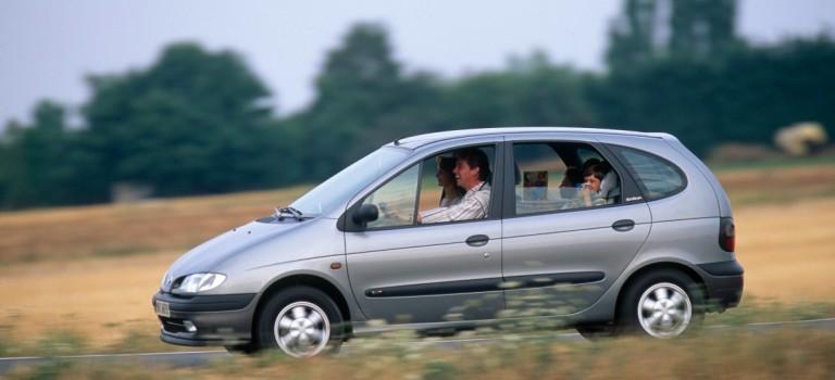 {Stories} Renault Scenic: το πρώτο compact MPV στην Ευρώπη γιορτάζει τα 20 χρόνια του στην κορυφή