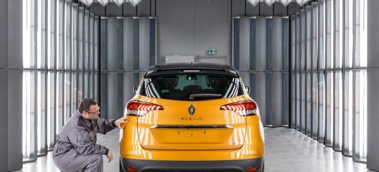 Στο «κόκκινο» λειτουργούν τα γαλλικά εργοστάσια της Renault