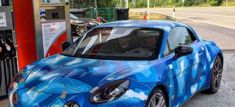 Το Alpine A110 εντοπίστηκε σε βενζινάδικο στο Nurburgring, είναι έτοιμο για χρόνο στο Nordschleife;