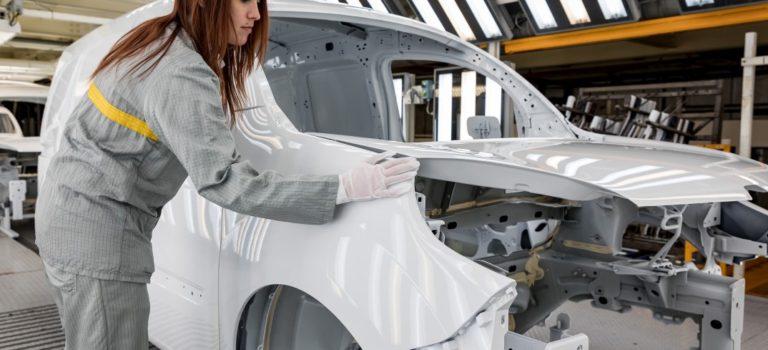 Για τη Renault, το εργοστάσιο του αύριο θα είναι «συνδεδεμένο» και πιο θηλυκό