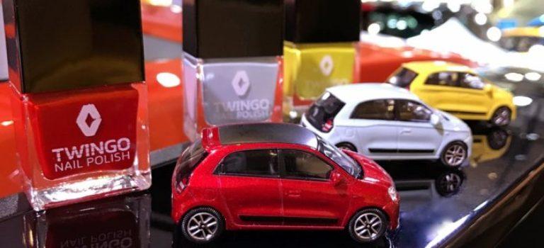 Η Renault κατηγορείται για σεξουαλική διάκριση με το βερνίκι νυχιών που μπορεί να διορθώσει τις γρατζουνιές του αυτοκινήτου