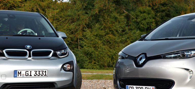 Μάχη στήθος με στήθος στην γερμανική αγορά ηλεκτρικών οχημάτων για τα BMW i3 και Renault ZOE
