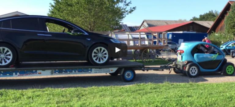 Το Renault Twizy τραβάει πάνω σε τρέιλερ ένα Tesla Model X! (vid)