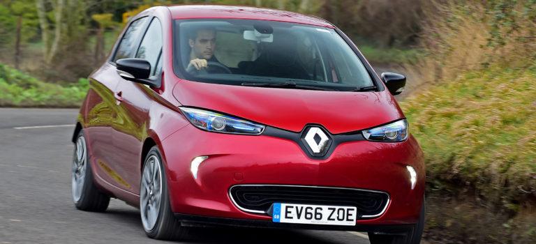 Οι πωλήσεις ηλεκτρικών οχημάτων της Renault σχεδόν διπλασιάστηκαν αυτό το καλοκαίρι
