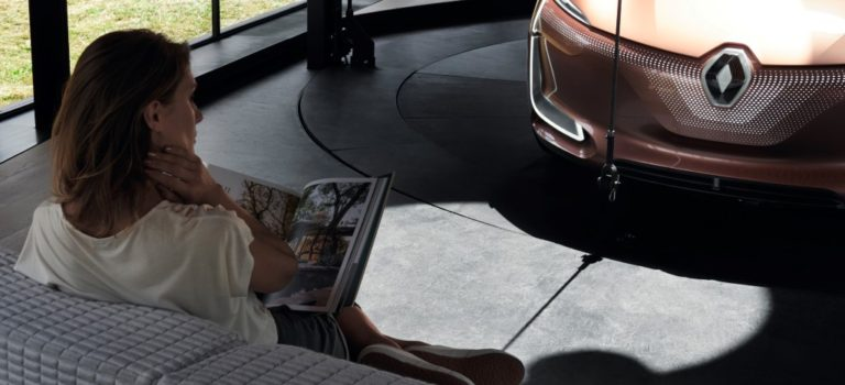 Η Renault και η Philips Lighting θέλουν να μείνετε στο αυτοκίνητό σας, στο σπίτι