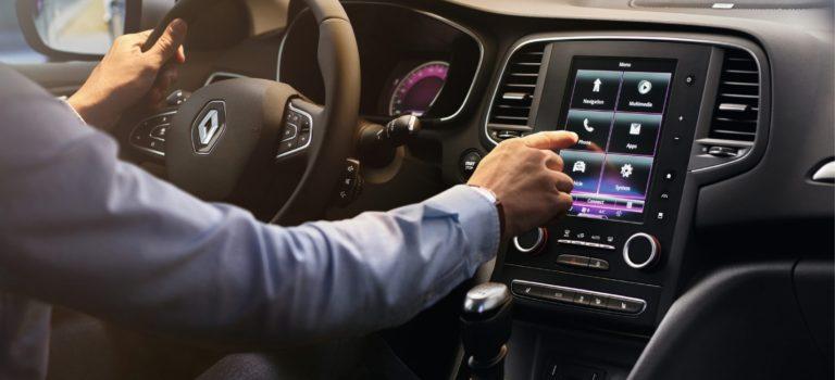 Η Renault ξεκινάει τη δέσμη των συνδεδεμένων υπηρεσιών μέσω του Easy Connect
