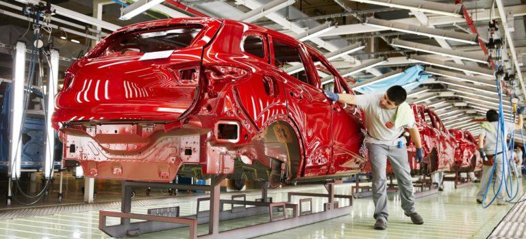 Η Renault σταματά την τρίτη βάρδια στα Ισπανικά εργοστάσια της