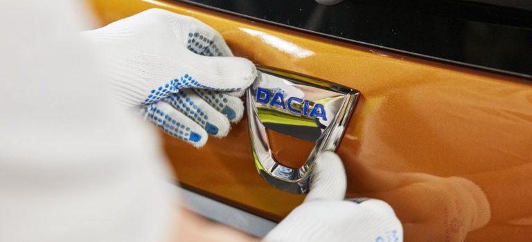 """Η Dacia μας """"δείχνει"""" το νέο της Coupe SUV"""
