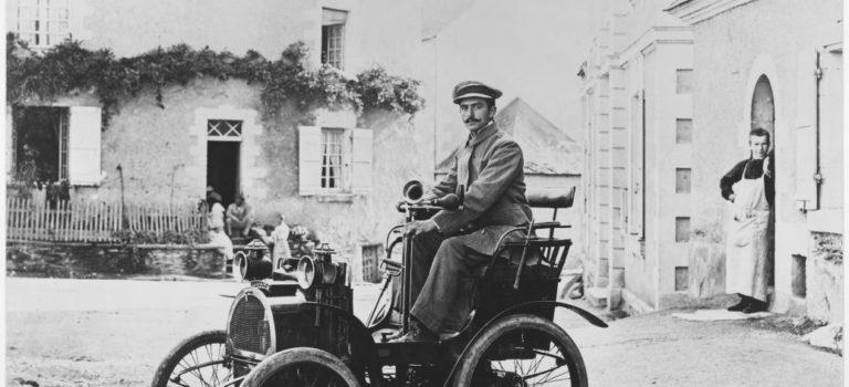 Η Renault γιορτάζει 120 χρόνια επιτυχημένης πορείας