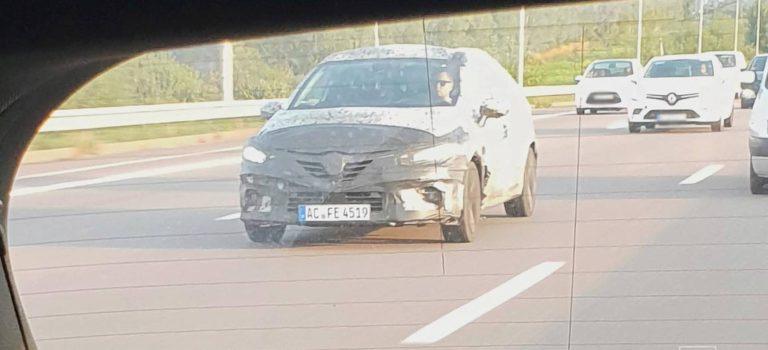 Το νέο Clio 5 τριγυρνάει στην Γαλλία, χωρίς να επιβεβαιώνεται για το Σαλόνι του Παρισιού (spy pics)