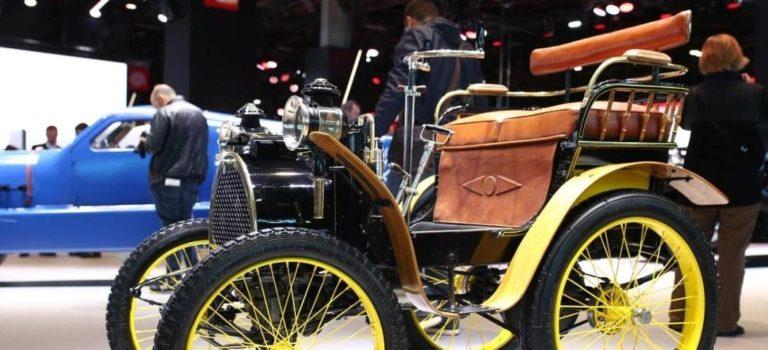{Stories} Το πρώτο αυτοκίνητο της Renault παρευρίσκεται στο Σαλόνι Αυτοκινήτου του Παρισιού 2018