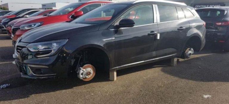 13 ολοκαίνουργια Renault έμειναν χωρίς ζάντες!