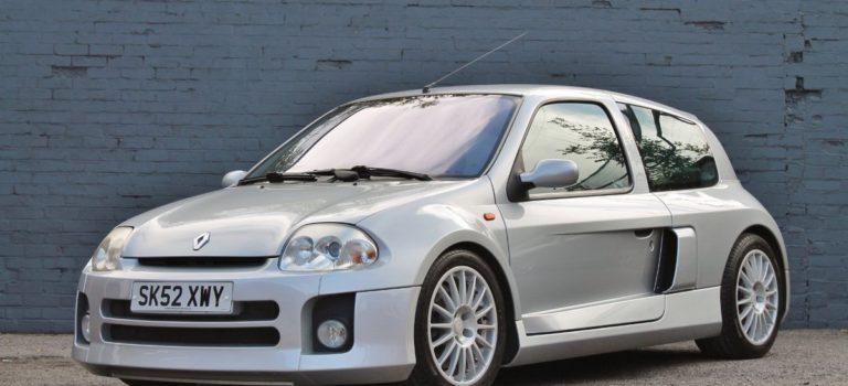 Για τους συλλέκτες: ένα Renault Clio V6 του 2002 τίθεται προς πώληση (pics)