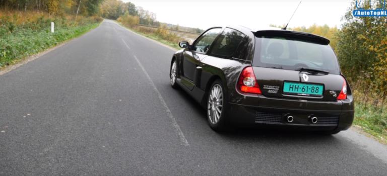 Αυτό το Mid-Engine Renault Clio V6 αποδεικνύει ότι τα V6 έχουν υπέροχο ήχο (vid)