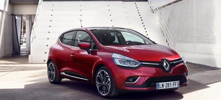 Η Renault παραδίδει πέντε Clio σε πληγέντες κατοίκους από τη φωτιά στο Μάτι
